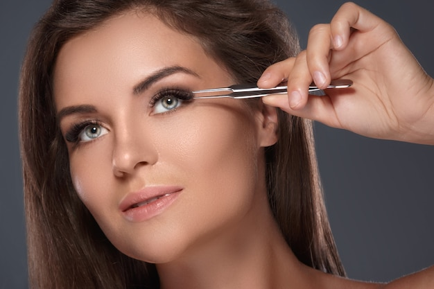 Beautiful woman with eyelash extension Premium Photo