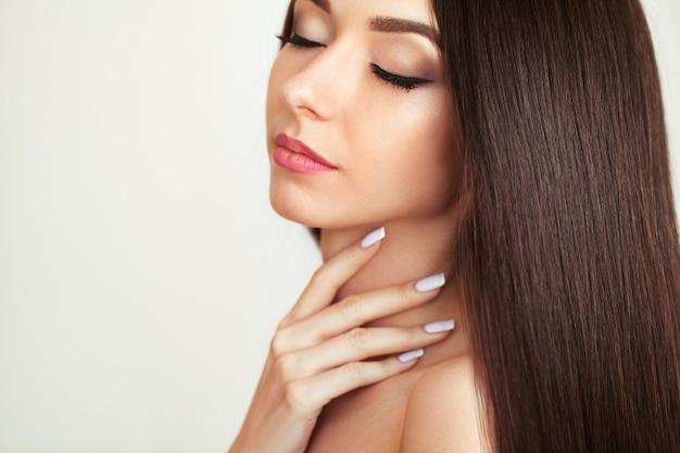 Beautiful woman with healthy long hair Premium Photo