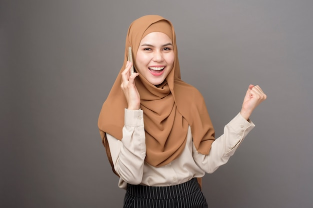 Beautiful woman with hijab talking on the phone Premium Photo