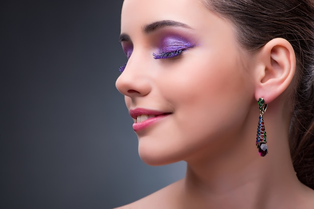 Beautiful woman with jewellery in fashion concept Premium Photo