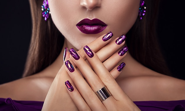 Beautiful woman with perfect make-up and manicure wearing jewellery Premium Photo