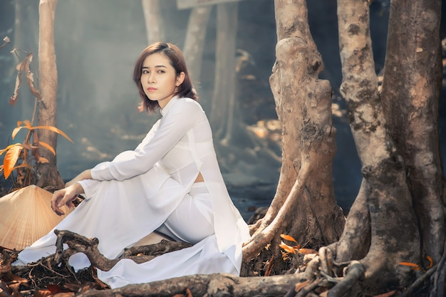 Beautiful woman with vietnam culture traditional ,vintage style, hanoi vietnam Premium Photo