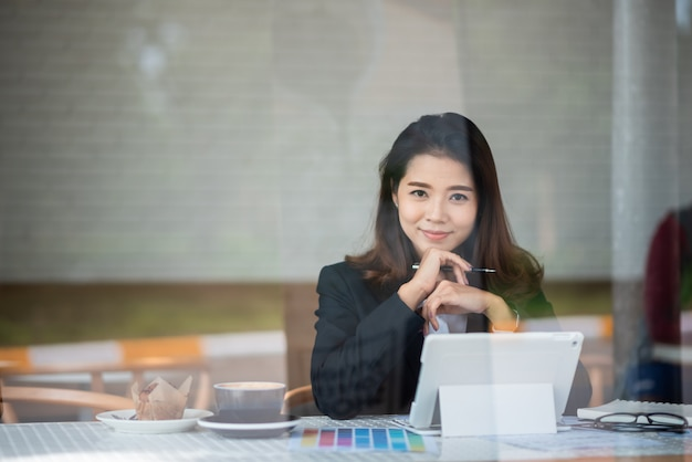Beautiful woman working in the cafe Premium Photo