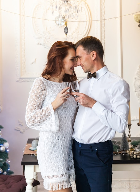 Beautiful young couple celebrating christmas at home Premium Photo