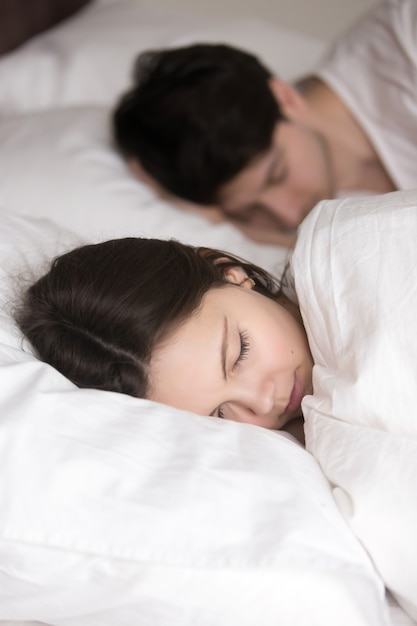 Beautiful young lady with beloved man sleeping in comfortable be Free Photo