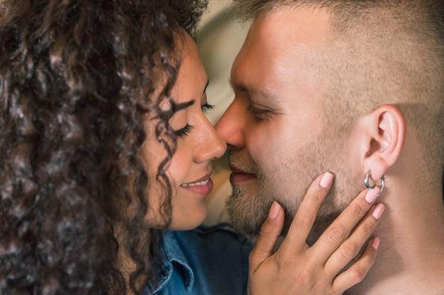 美しい若い夫婦 無料写真