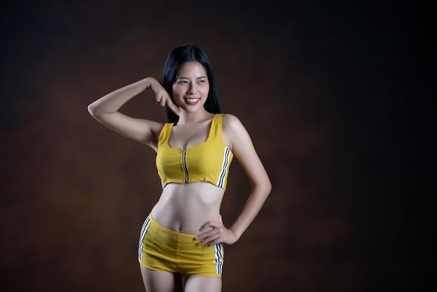 Beautiful young woman dancer posing Free Photo