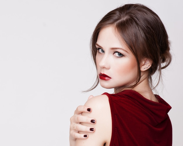 Beautiful young woman with long hair and jewelery Premium Photo