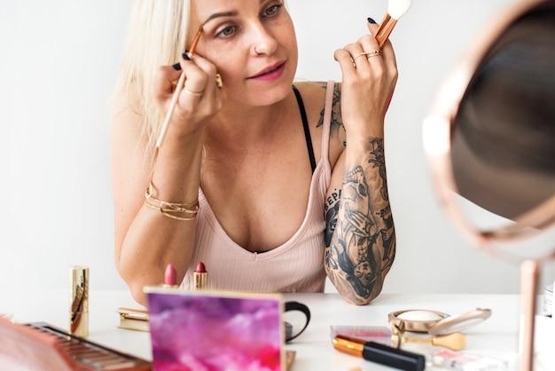 Beauty blogger with makeup tutorial Premium Photo