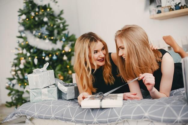 Beauty christmas girls Free Photo