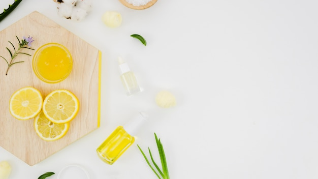 Beauty cream with natural elements Free Photo