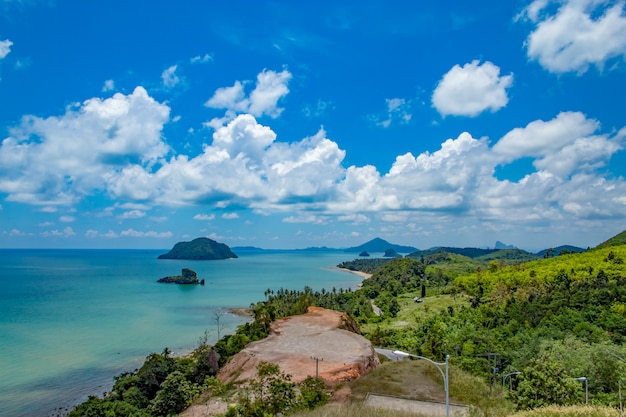 The beauty of the islands in the sea and sky at  sairee sawee beach, chumphon thailand. Premium Photo