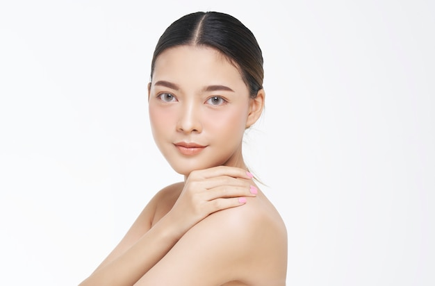 Beauty portrait of female face with natural skin. Premium Photo