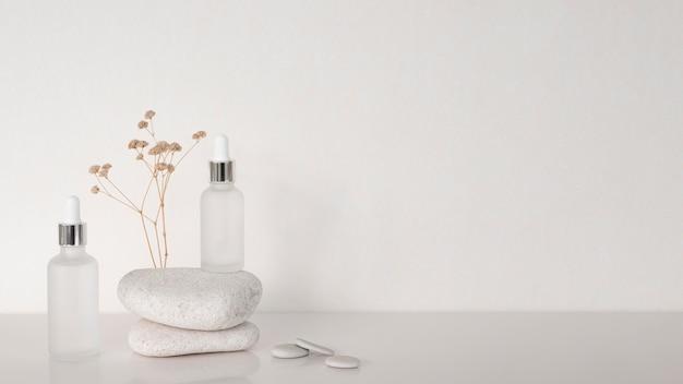 복사 공간이있는 다른 수신자의 미용 제품 프리미엄 사진