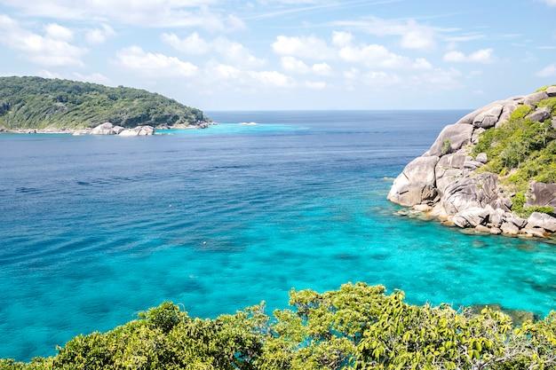 Салон красоты, тропический пляж, симиланские острова, андаманское море, таиланд Premium Фотографии