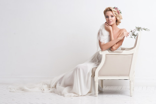 Beauty woman with wedding hairstyle and makeup Premium Photo