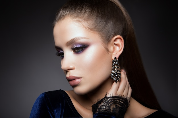 Beautyful girl with bright make up Premium Photo