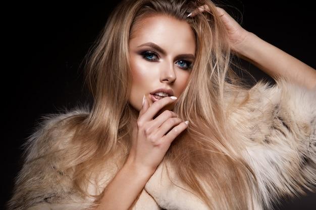 Beautyful girl with bright make up Premium Photo