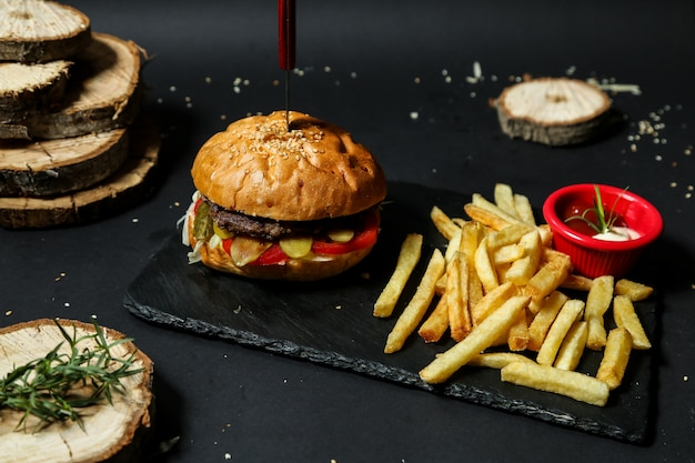 Beef burger with french fries Free Photo