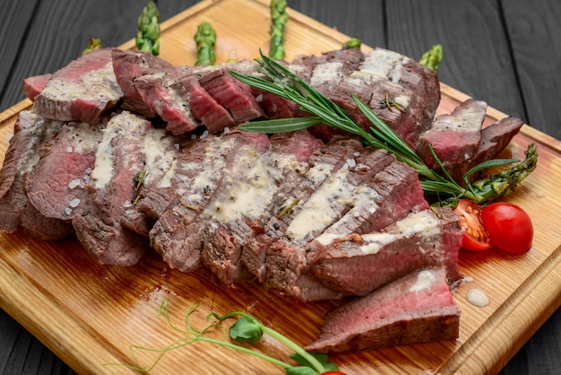 Beef sliced on wooden board Premium Photo