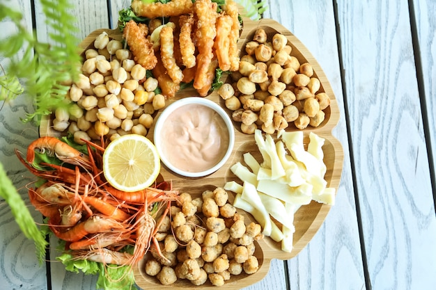 Beer set with chickpeas, cheese, dushbara and shrimps Free Photo