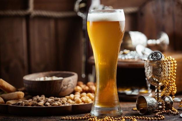 Beer with snacks on the table Free Photo
