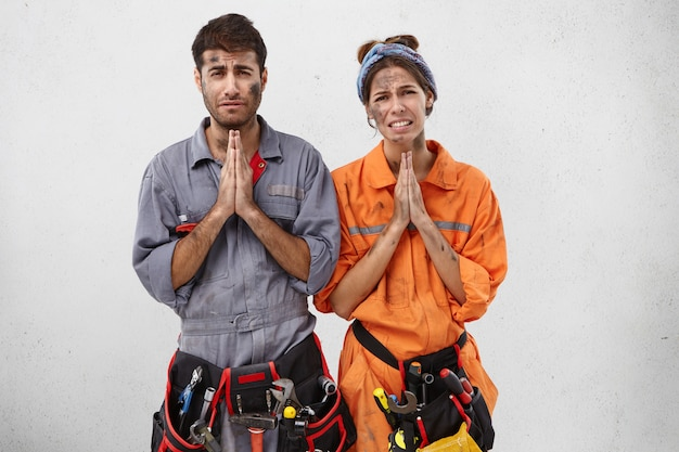 Begging tired electricians want to have rest, ask boss Free Photo