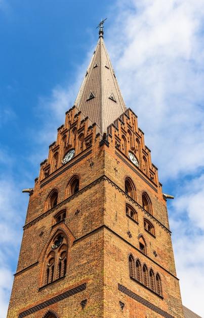 Колокольня собора святого петри в мальмё Premium Фотографии