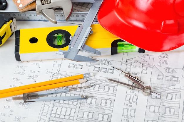 テーブルのbelolmスペースでの建築のための建築計画とオブジェクト Premium写真