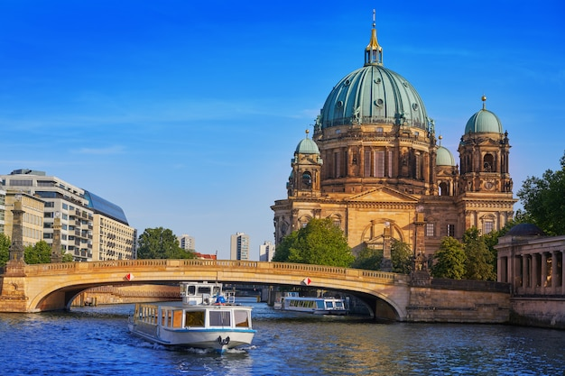 Berlin cathedral berliner dom germany Premium Photo