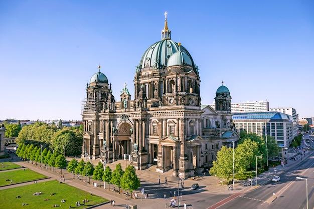 Аэрофотоснимок собора берлина (berliner dom) в берлине, германия ...
