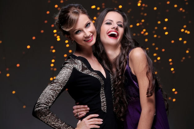 Best friends having a new year party together Free Photo