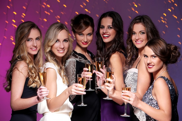 Best friends having a new year party Free Photo