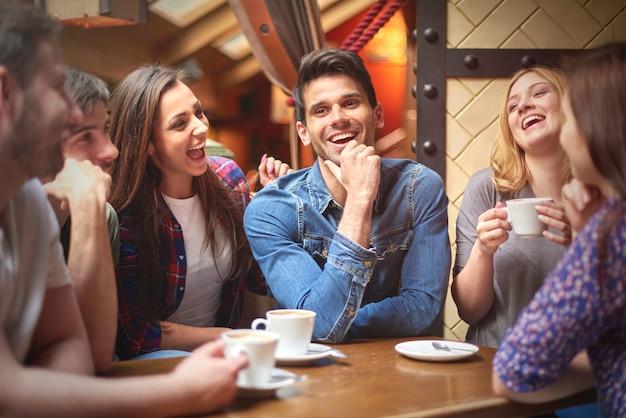 커피 숍에서 가장 친한 친구 무료 사진