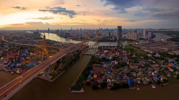 プミポン橋バンコク Premium写真