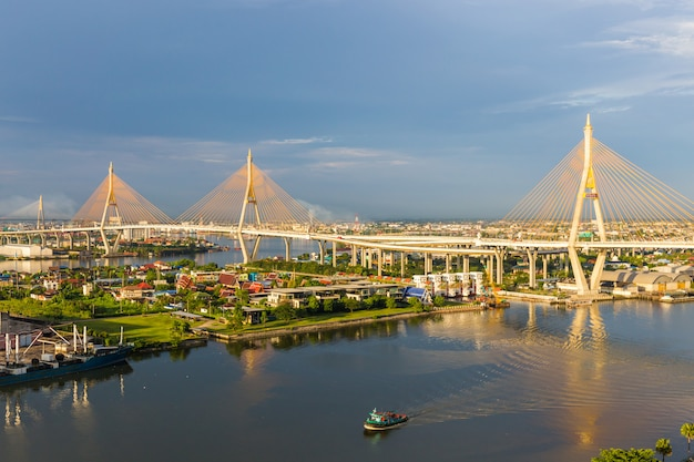 Bhumibol bridge is one of the most beautiful bridges in thailand and area view for bangkok. Premium Photo