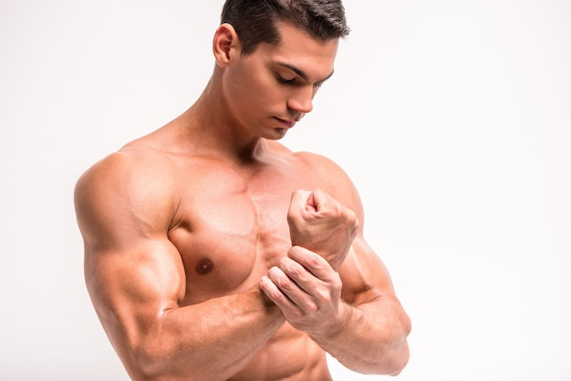 Biceps and pecs muscle of a young athletic man. Premium Photo