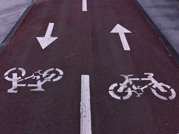 Bicycle traffic signal in the street Premium Photo