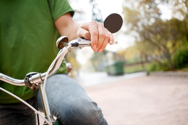 Bicyclist Premium Photo