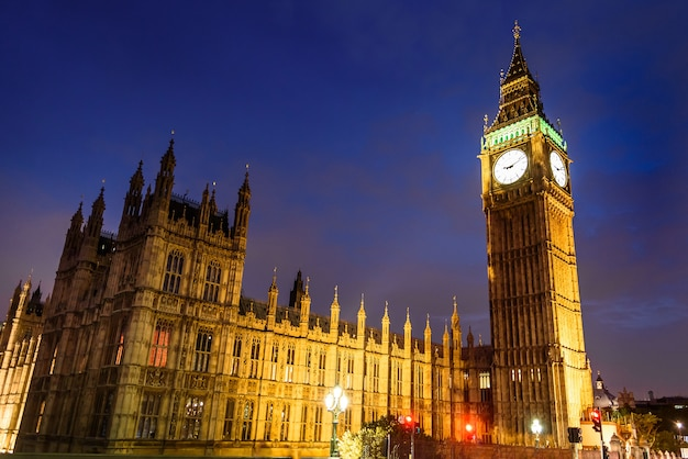 Big ben clock tower and house of parliament in the night Premium Photo