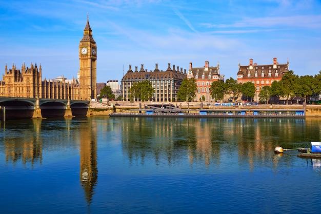 Big ben clock tower and thames river london Premium Photo