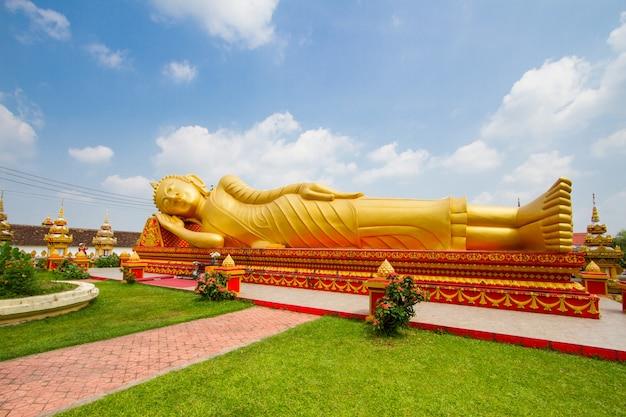 Big buddha statue at wat pha that luang in vientiane, laos Premium Photo