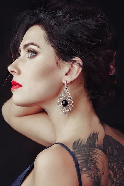 Big girl and sapphire Premium Photo