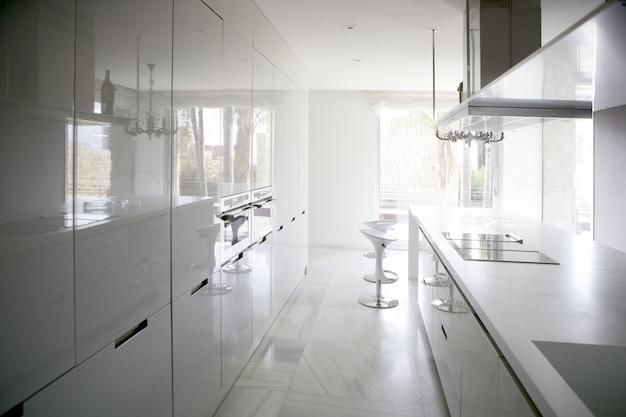 Big modern contemporary white kitchen Premium Photo
