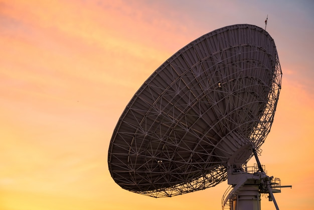 Big satelite dish at dusk Premium Photo