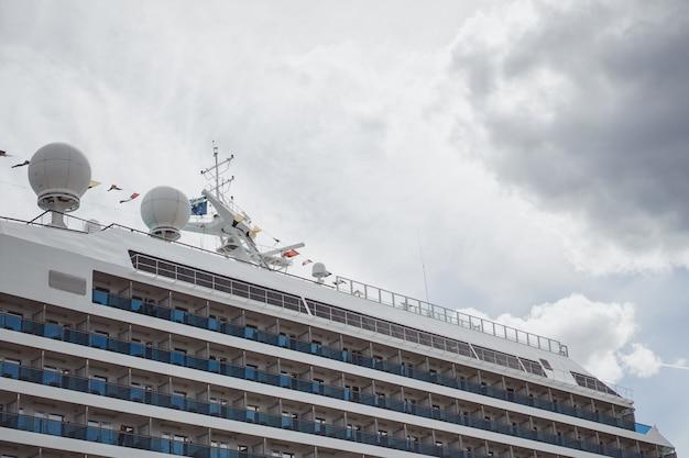 Big ship in port Free Photo