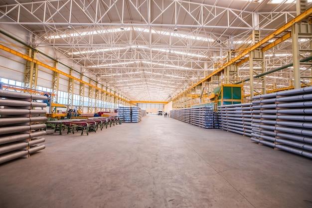 Большой склад со строительными материалами внутри для оптовой продажи Бесплатные Фотографии