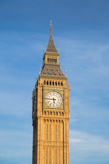 Bigben and house of parliament in london england, uk Premium Photo