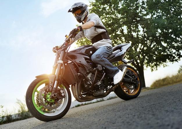 Байкер езда на мотоцикле Бесплатные Фотографии