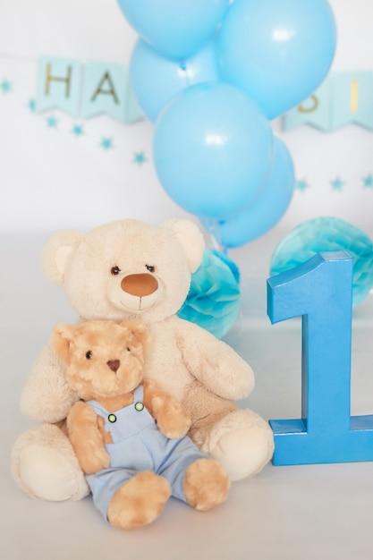 Birthday 1 year cake smash decor blue color Premium Photo